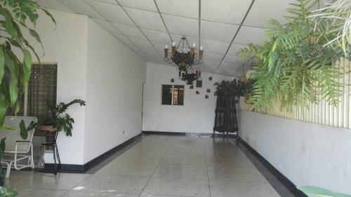 Se Vende Casa Por Barrio Altamira En Barinas Semi Amueblada
