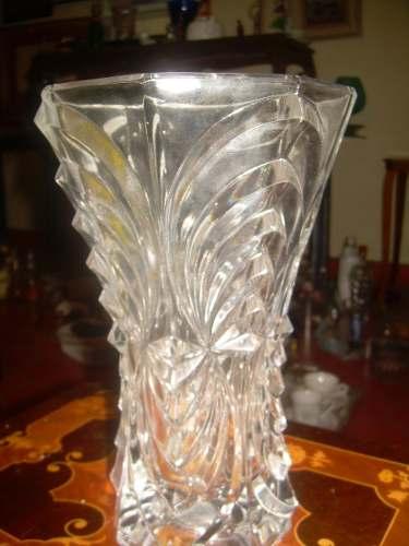 Antiguo Florero De Cristal De Bohemia Tallado En Buen Estado