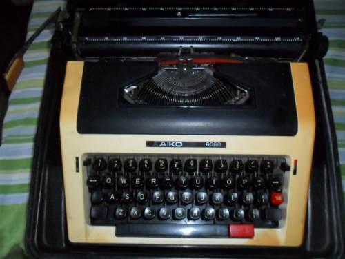 Máquina De Escribir Marca Aiko 6060