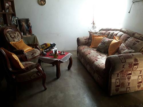 Muebles En Madera Y Tela Estampado. Usado En Buen Estado