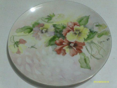 Plato De Porcelana Con Dibujo De Flores Central Pintado A Ma