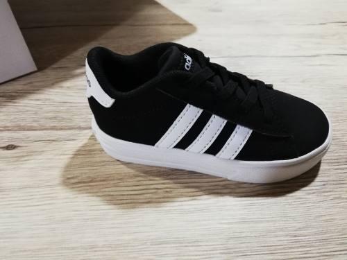 Zapatos adidas Originales Para Bebe De 2 A 3 Años Talla 7.5