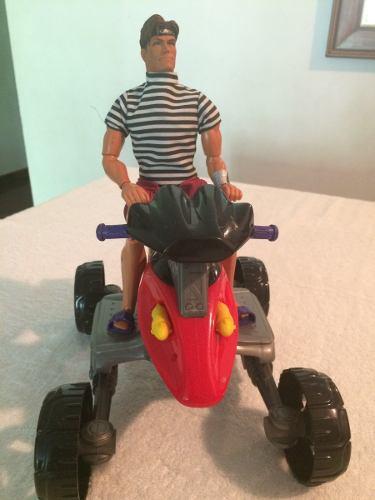 Moto 4 Ruedas Max Steel