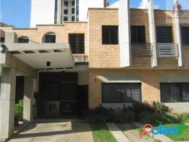 Townhouse en Venta Los Mangos Nv 18-12925