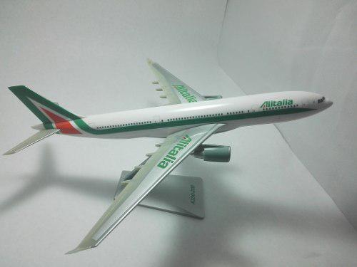 Avion Alitalia Escala 1:200