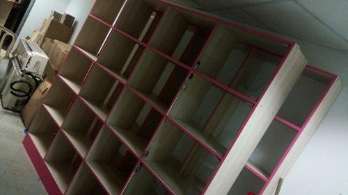 Mueble O Estante Exhibidor De Madera Forrado En Formica
