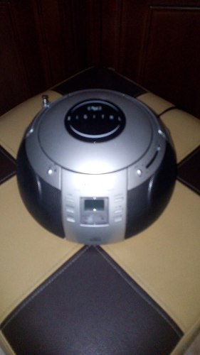 Reproductor Cd Portatil Con Radio Am/fm