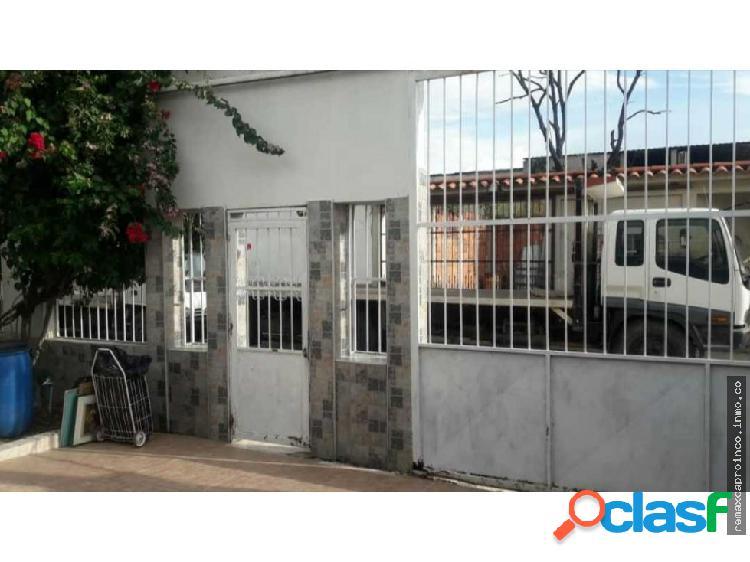 Casa en Venta Los Guayos urb Guacaipuro