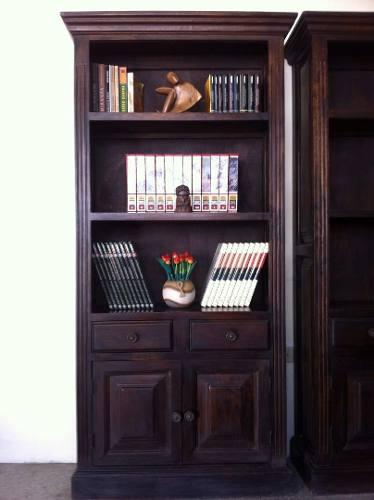 Biblioteca De Madera De Melina Horneada