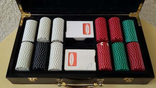 Maletín De 300 Fichas Con 2 Juegos De Cartas