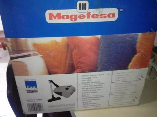 Aspiradora Magefesa Modelo Gloton 1600 De 1.300 Watts