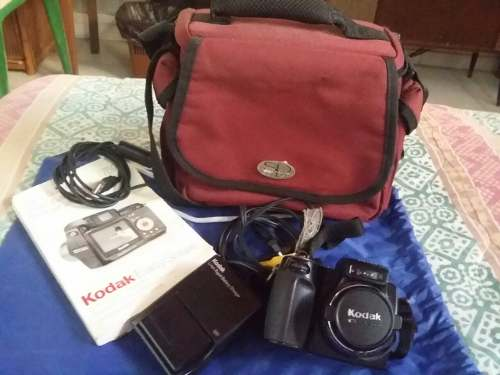Cámara Digital Kodak Con Accesorios Y Maletín