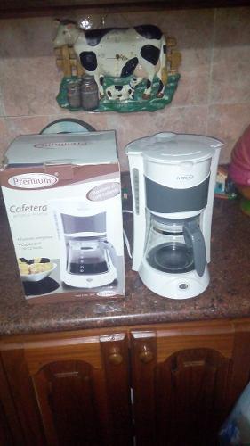 Cafetera Premium 12 Tazas Mod Pcm506 Blanca Sin Vaso