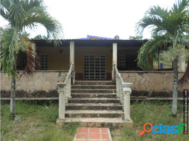 Casa en Venta en Barquisimeto Codigo: 19-2812