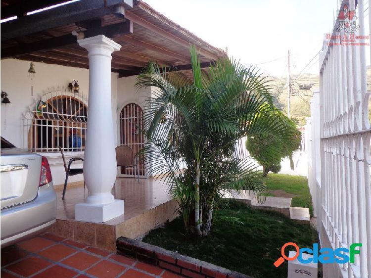Casa Venta La Victoria La Mora II Cód.19-1141 LSA