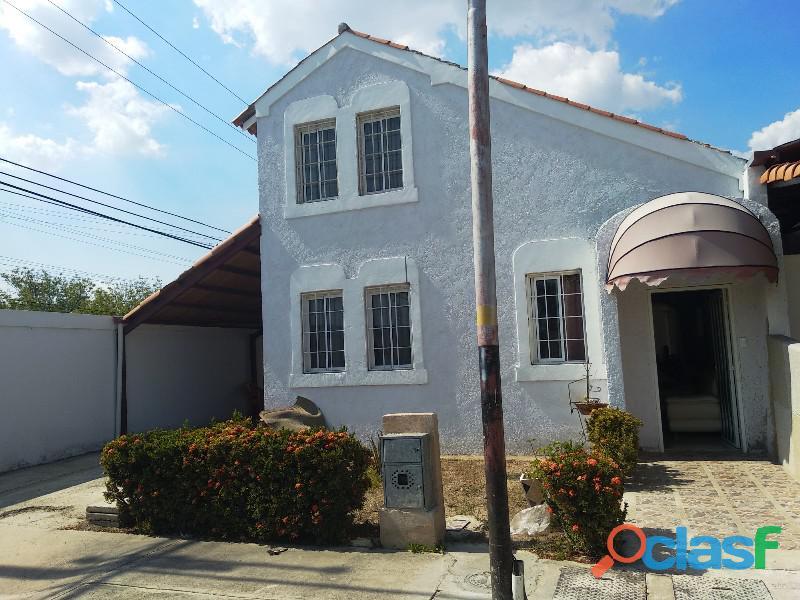 Bella y amplia casa en Ciudad Alianza, Guacara