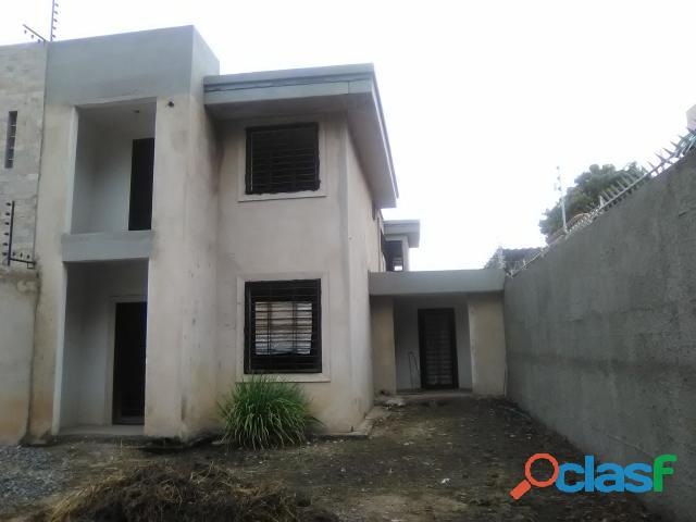 Casa en Venta en Maracay, Urb. Andrés Bello Cod. 19 3752