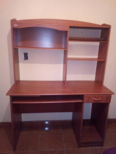 Mueble Para Computadora En Perfecto Estado
