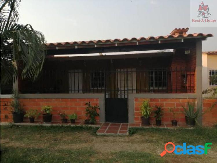 Casa en Venta Valle de Oro Mz 19-8472