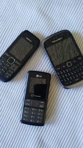 Se Venden 3 Telefonos Para Repuesto O Reparar