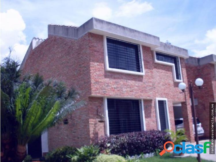 Townhouse en Venta Mañongo Codigo 19-8369 Dag