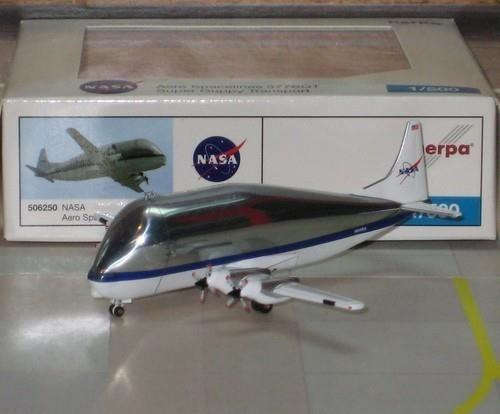 Avión A Escala 1/500 Leer Publicación