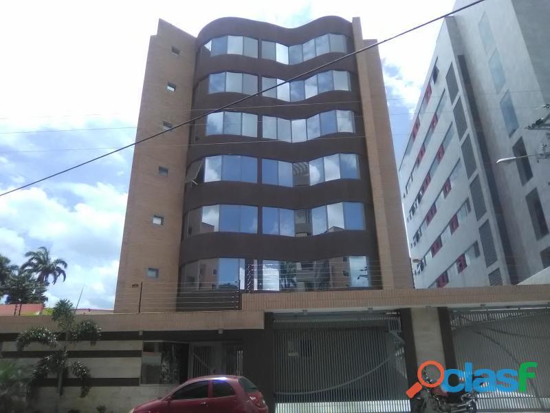 Apartamento en venta en Maracay, La Arboleda Cod. 19 5368