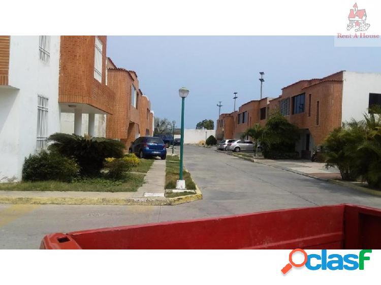 Casa en Venta Cumboto JT 19-9094