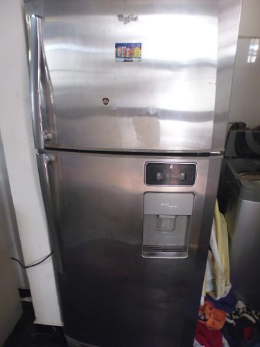 Nevera, Refrigerador Whirlpool Con Dispensador De Agua