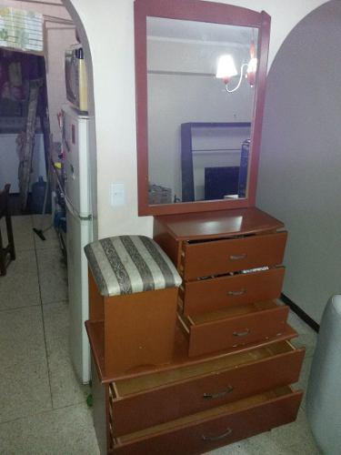 Peinadora Con Espejo Banco Y Mesa De Noche