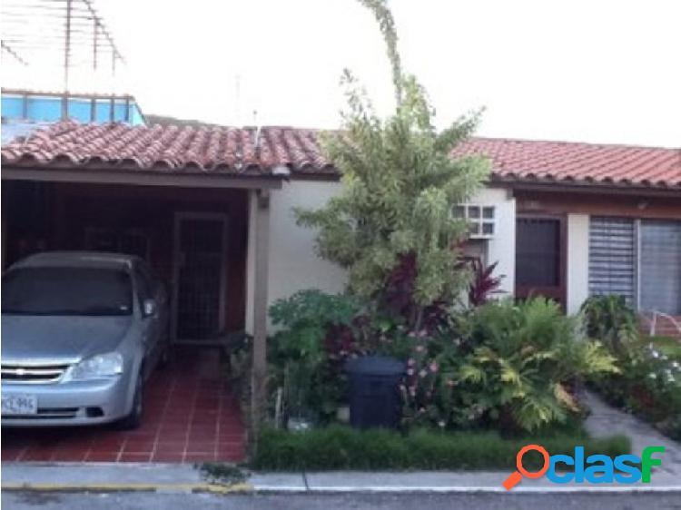 Amplia casa en venta Urbanización Villas Yacural