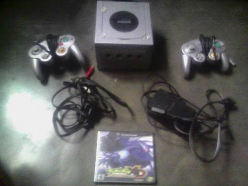Nintendo Gamecube 2 Controles Y 1 Juego