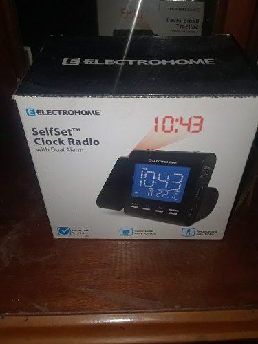 Radio Reloj Despertador Con Luz Que Refleja La Hora