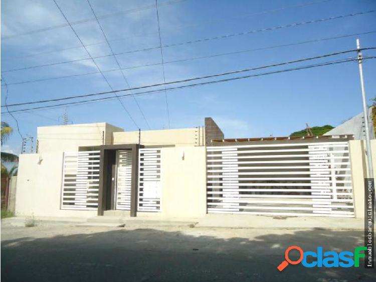 Casa Moderna en Venta en el Manzano Barquisimeto
