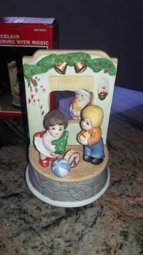 Navidad Decoración. Figura De Porcelana Gira Y Tiene