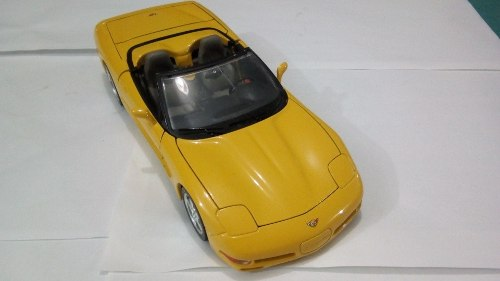 Carro De Coleccion Chevrolet Corvette Burago Escala 1/18