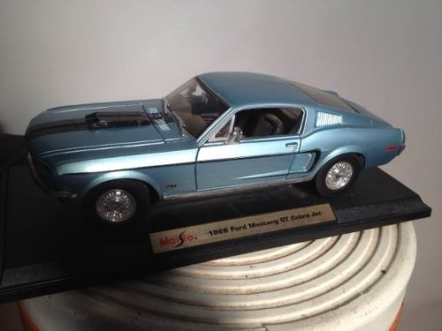 Ford Mustang Escala 1/18