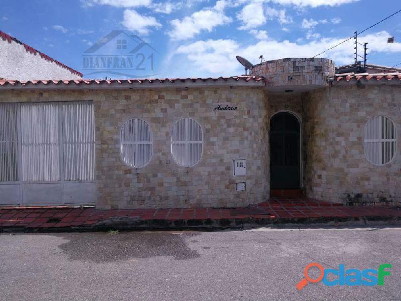 Bella Casa en Venta Montaña Fresca Maracay 02432375520