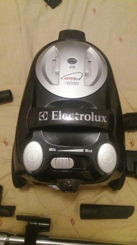 Aspiradora Electrólux Easybox 1600w Mas Juego De Boquillas