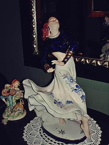 Figura Antigua De Porcelana Royal Dux Rita Hayworth Perfecta