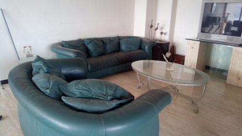 Juego De Muebles En Cuero Sofa 3 Y 2 Puestos