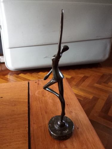 Escultura De Hierro En Alto Relieve Figura De Mujer