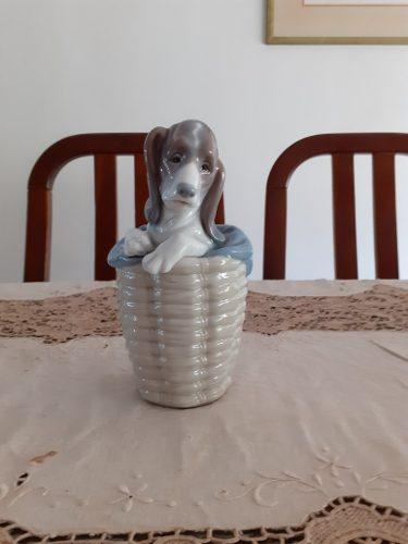 Figura De Porcelana Lladro Perro En Cesta.