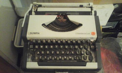 Máquina De Escribir Antigua Marca Olympia Traveller De Luxe