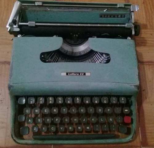 Máquina De Escribir Antigua - Olivetti