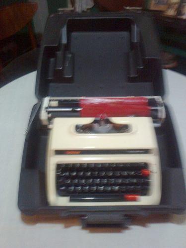 Máquina De Escribir Brother Deluxe