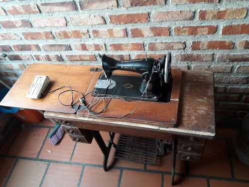 Máquina De Cocer Singer Con Su Mueble, Antigua