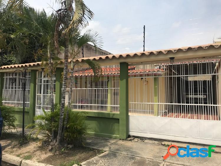 Amplia y Cómoda Casa De 200 M2 En Valle Verde- San Diego