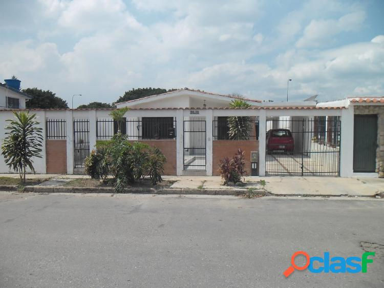 Amplia y Cómoda Casa Ubicada En La Urbanización El Trigal