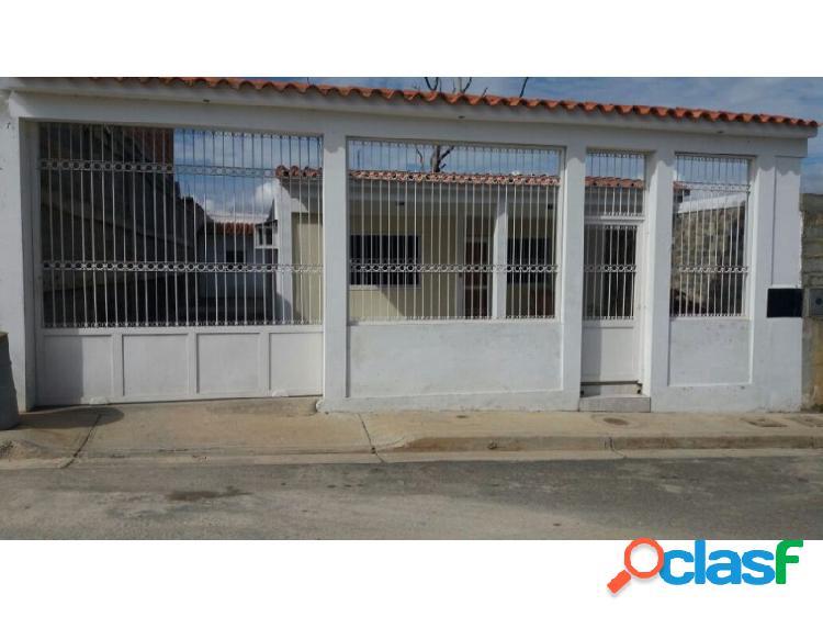 Bella y Moderna casa en la Urbanización Santa Marta en